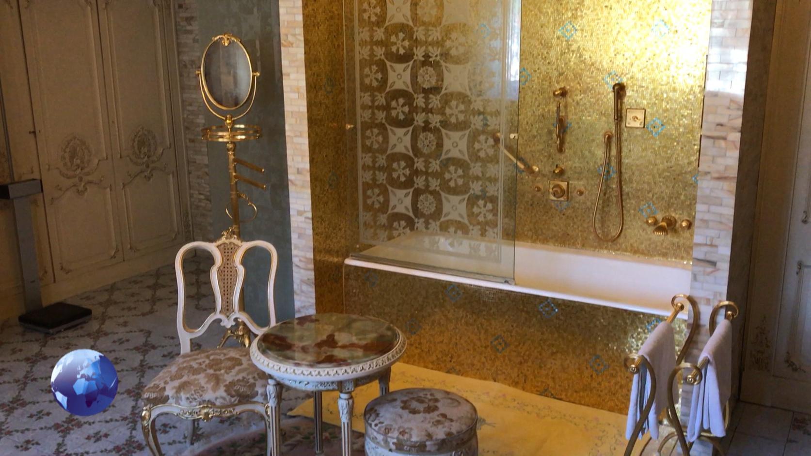 A palota fürdőszobája.