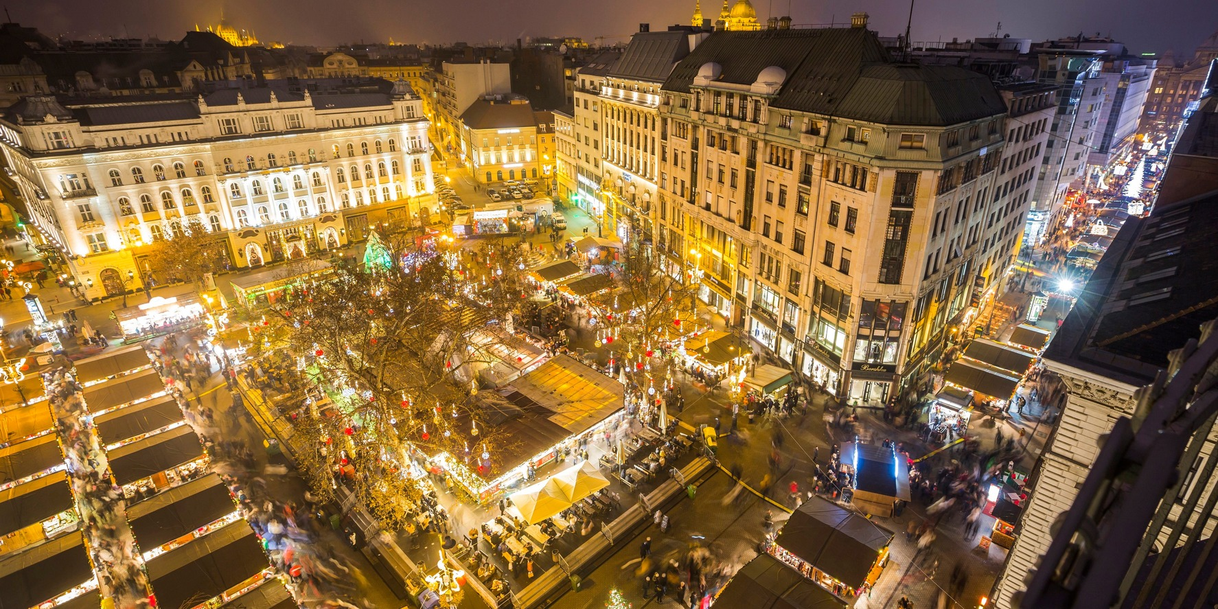Budapest, 2016. december 18. A budapesti adventi és karácsonyi vásár a Vörösmarty téren advent utolsó vasárnapján, aranyvasárnap 2016. december 18-án. MTI Fotó: Mohai Balázs