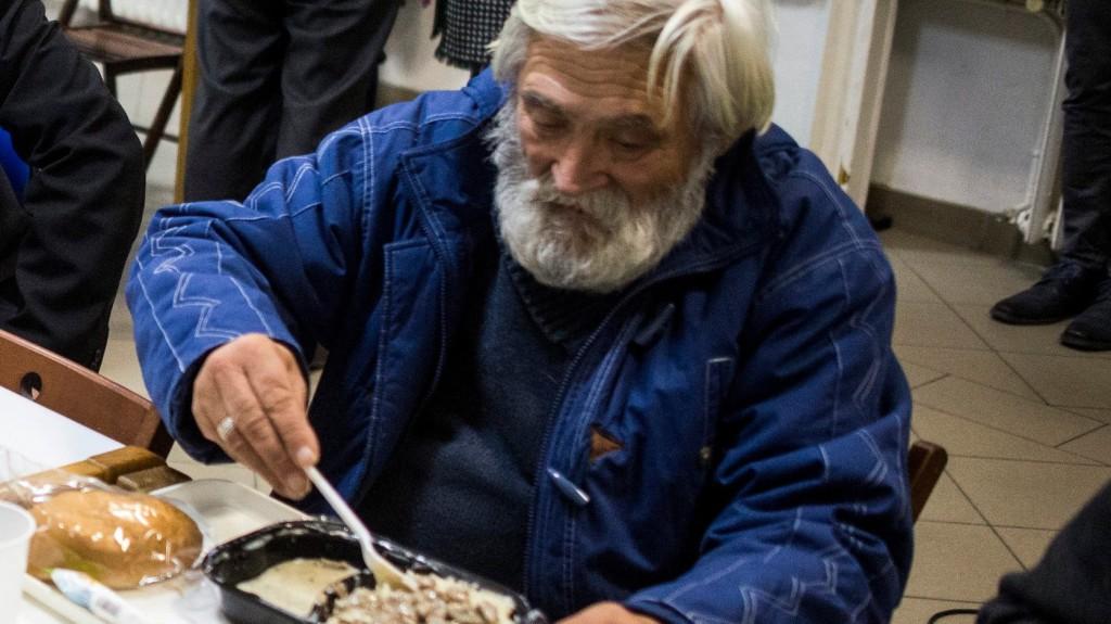 Mindennap ebédet kap egy hajléktalan az ismert pékség törzsvendégétől