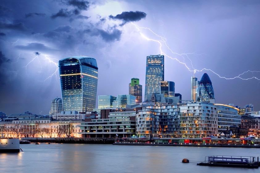 Stockphoto - Brexit - City of London - vihar - üzleti negyed - villám