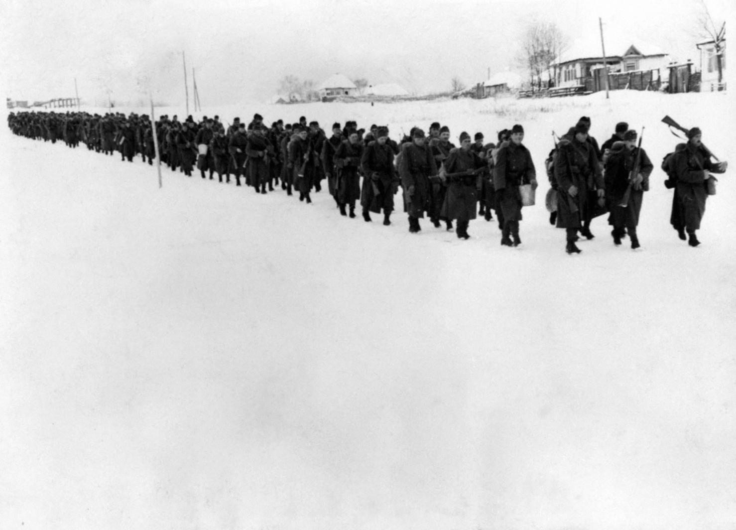 Szovjetunió, 1942. A 2. magyar hadsereg gyalogos alakulata a Don-kanyarban. Az eredeti felvétel készítésének pontos dátuma és helyszíne ismeretlen. MTI Fotó: Reprodukció