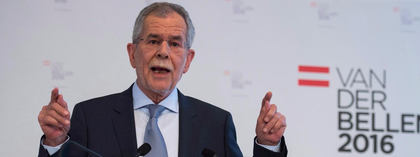 Bécs, 2016. január 10.Alexander Van der Bellen, az osztrák Zöldek pártjának volt elnöke sajtóértekezletet tart Bécsben 2016. január 10-én. Van der Bellen itt bejelentette, hogy a zöldek támogatásával független jelöltként indul az április 26-i osztrák elnökválasztáson. (MTI/EPA/Christian Bruna)
