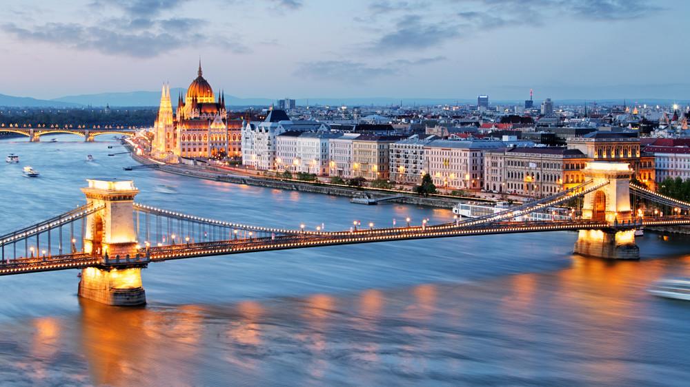 Stockphoto - Budapest városkép - Lánchíd - Parlament