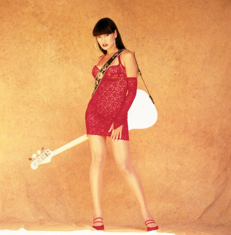 A színésznő szintén vörösben a 25 évvel ezelőtti moziban. Fotó: facebook