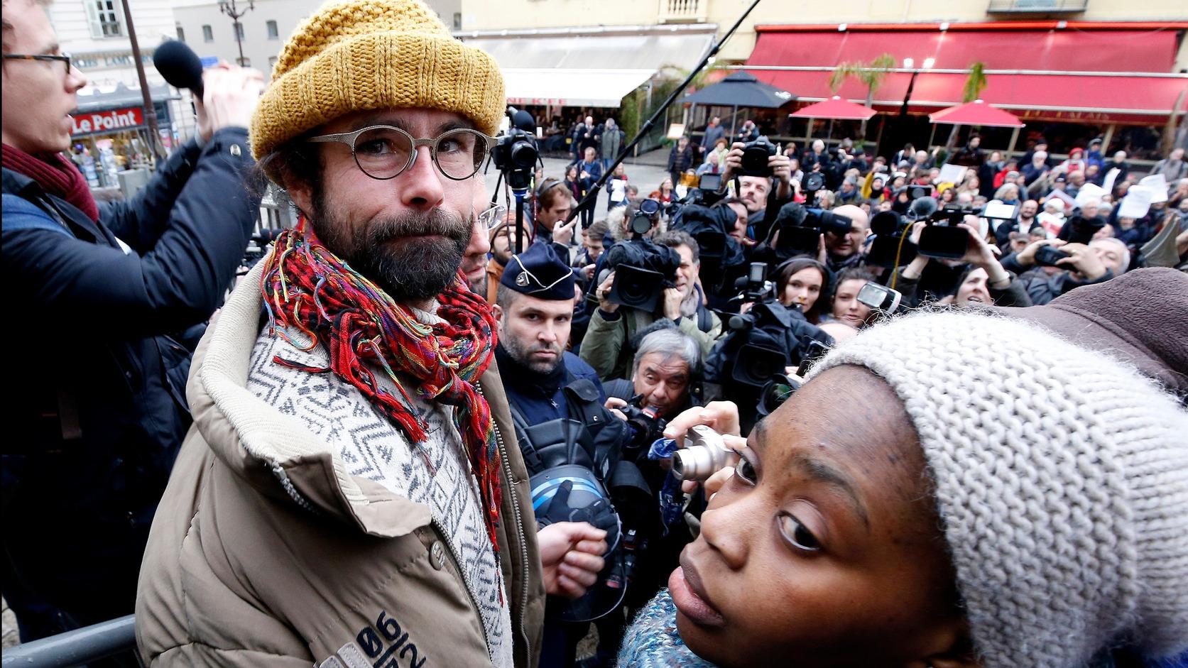 Cedric Herrou elítélése után kijelentette: polgári kötelessége, hogy tovább segítse a migránsokat Fotó: EPA/SEBASTIEN NOGIER