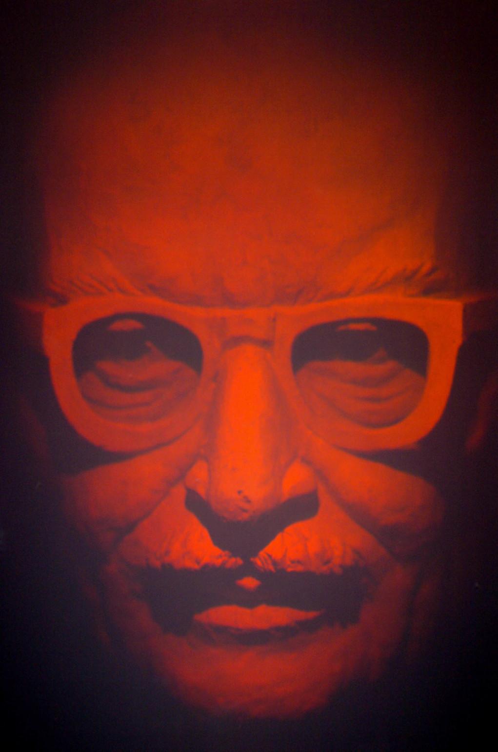 Budapest, 2005. április 21. A fizikai Nobel-díjas Gábor Dénes hologramszobra, amelyet a Budapesti Műszaki és Gazdaságtudományi Egyetem Informatikai épületében avattak fel. A Nagy-Britanniában élt Gábor Dénes a holográfiai módszer felfedezéséért és fejlesztéséhez való hozzájárulásért kapott fizikai Nobel-díjat 1971-ben. MTI Fotó: Soós Lajos