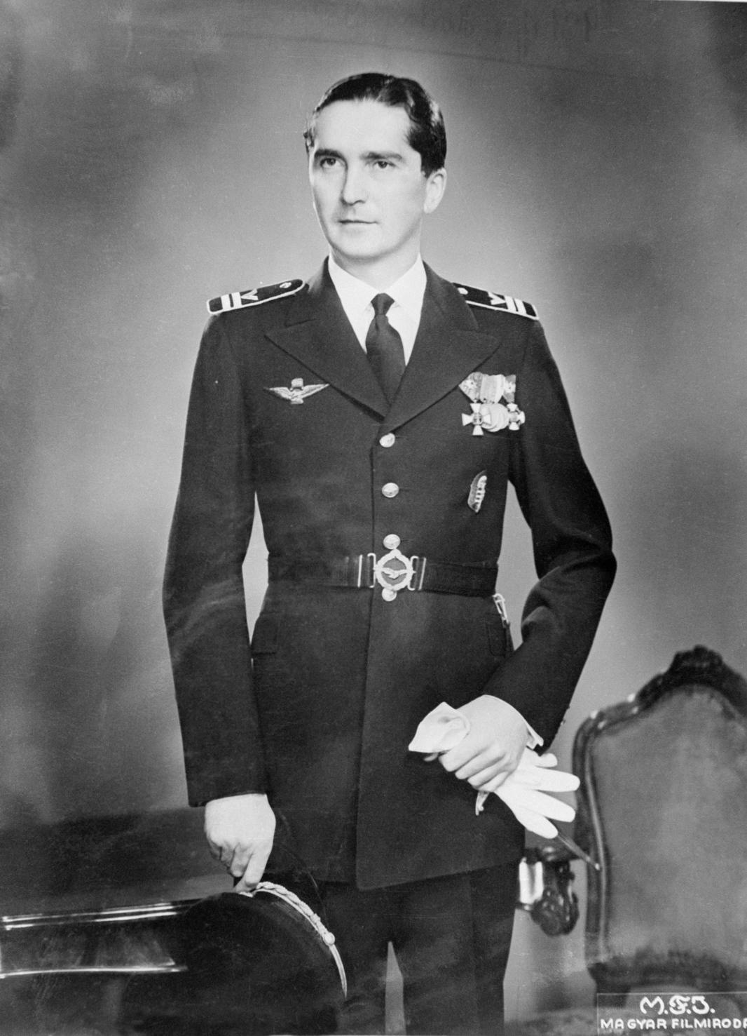 Budapest, 1930-as évek. Horthy István kormányzó-helyettes, repülő főhadnagy egyenruhában. A felvétel készítésének pontos dátuma ismeretlen. MTI Fotó: Reprodukció