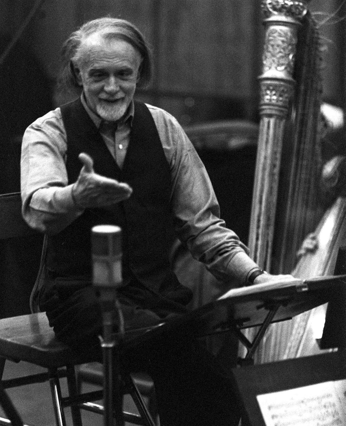 Budapest, 1960. július 6. A D.G.G. nyugatnémet hanglemezgyártó vállalat felkérésére Kodály Zoltán saját művét, a Concerto-t vezényli sztereó hangfelvételre a Hanglemezgyártó Vállalat stúdiójában. MTI Fotó: Friedmann Endre