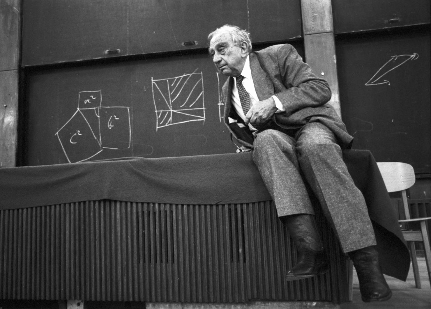 Budapest, 1991. október 21. Teller Ede fizikus, feltaláló fizikushallgatóknak tart előadást az ELTE Gólyavárban. MTI Fotó: Bruzák Noémi