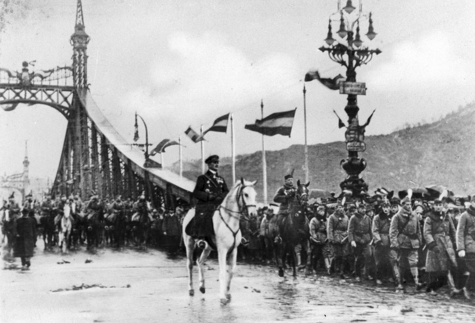 Budapest, 1919. november 16. Horthy Miklós kormányzó bevonul Budapestre. MTI Fotó / Reprodukció
