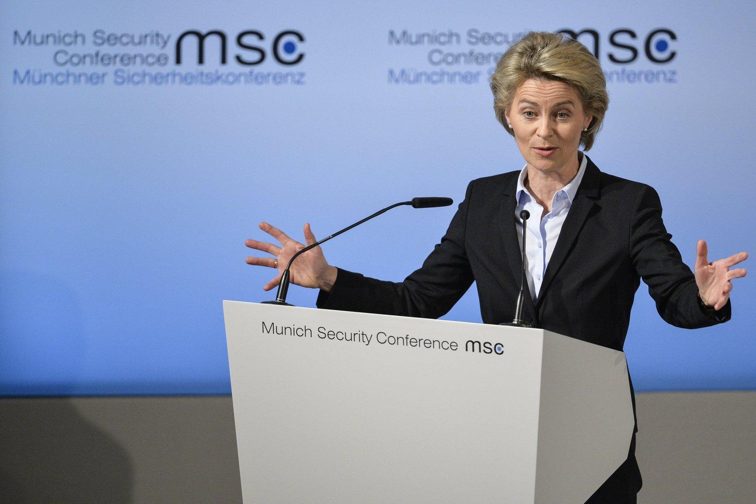 Ursula von der Leyen német védelmi miniszter felszólal az 53. alkalommal megrendezett háromnapos müncheni biztonságpolitikai tanácskozás nyitónapján, 2017. február 17-én (Fotó: MTI/EPA/Philipp Guelland)