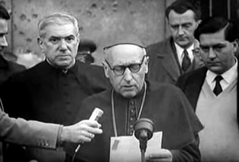 Képkocka 1957-ben készült Ungarn in Flammen c. dokumentumfilmből. Forrás: Wikipédia