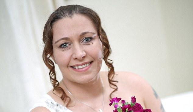 Esküvője után is szingli marad a brit nő