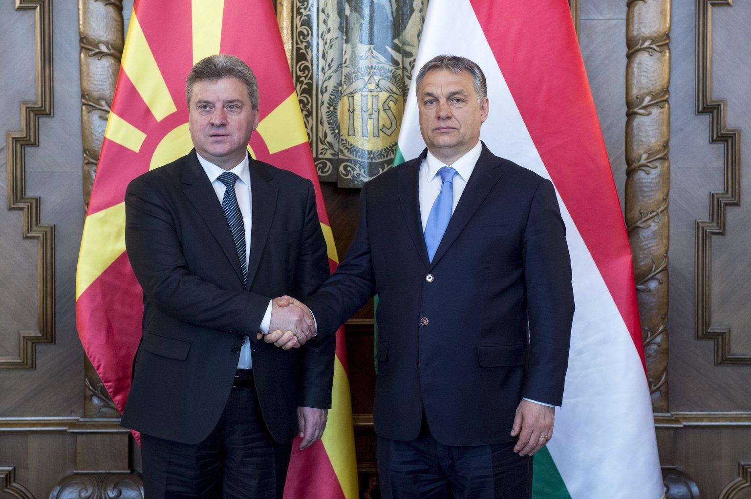 A Miniszterelnöki Sajtóiroda által közreadott képen Orbán Viktor miniszterelnök (j) fogadja Gjorge Ivanov macedón köztársasági elnököt az Országházban 2017. március 20-án. MTI Fotó: Miniszterelnöki Sajtóiroda / Árvai Károly