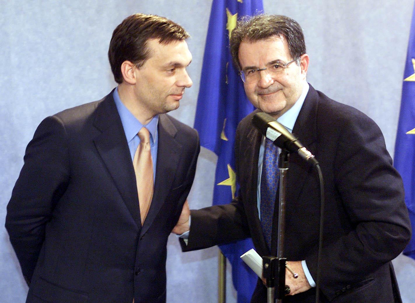 Orbán Viktor miniszterelnök és Romano Prodi, az Európai Bizottság elnöke Brüsszelben 2002. február 20-án, ahol részt vett az Európai Parlament külügyi, emberi jogi, közös biztonsági és védelmi bizottságának ülésén. A másfél órás meghallgatáson Orbán Viktor a magyar csatlakozási folyamatról beszélt (MTI Fotó: Illyés Tibor)
