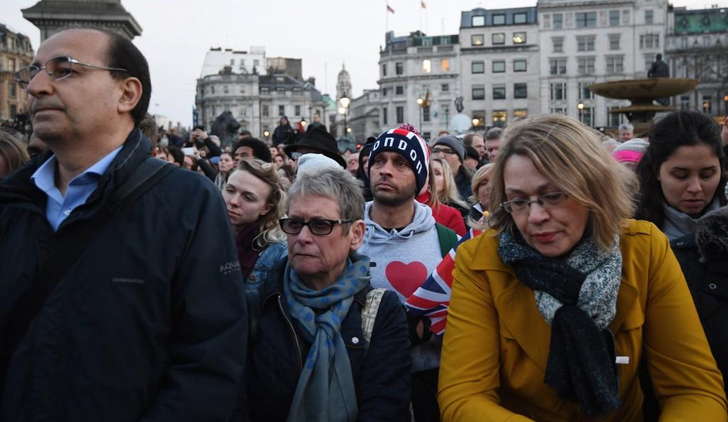 """""""Nem félünk!"""" – Az áldozatokra emlékezett London"""