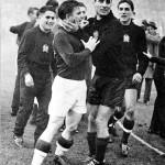 Sándor Károly, Puskás Ferenc, Gellér Sándor és Grosics Gyula a 6:3-as Magyarország-Anglia labdarúgó-mérkőzés után a Wembley stadionban Londonban, 1953. november 25-én (MTI Külföldi Képszolgálat)