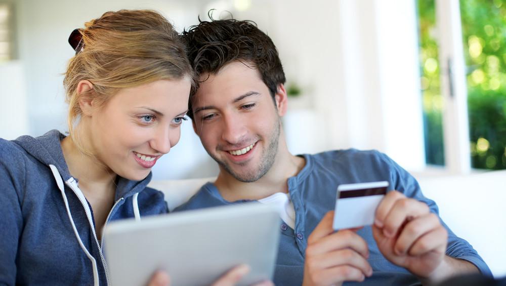 Egyre többet vásárolunk a neten bankkártyával