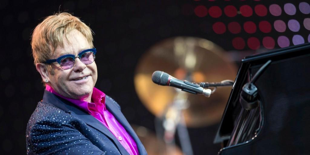 Elton John sírva hagyta el a színpadot - egy hang sem jött ki a tokán