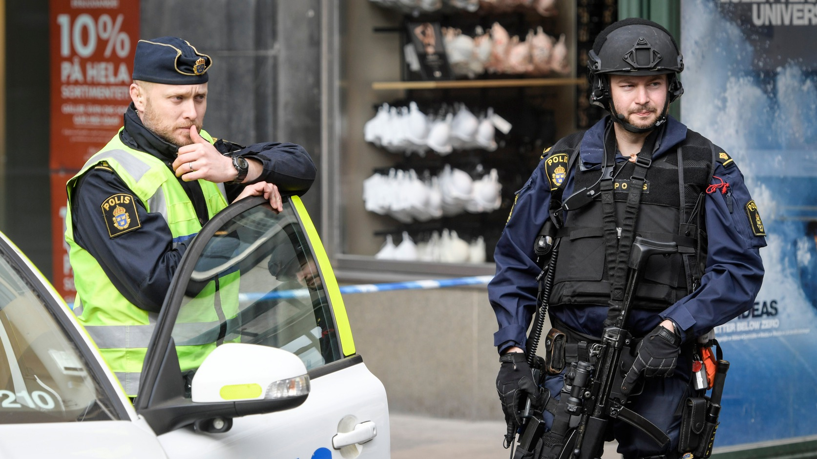 epa05896487 Police near the scene of a truck attack in central Stockholm, Sweden, 08 April 2017, the morning after the hijacked beer truck ploughed into pedestrians on Drottninggatan and crashed into Ahlens department store, killing four people, injuring 15 others.  EPA/ANDERS WIKLUND  SWEDEN OUT