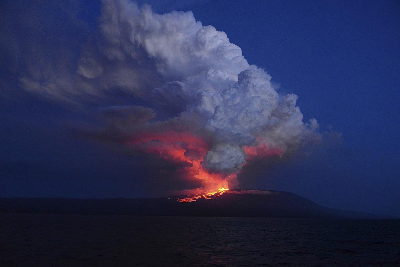 A 2015-ben felébredt Wolf-vulkán az Isabela-szigeten. (Fotó: Reuters/Galápagosi Nemzeti Park/Diego Paredes)