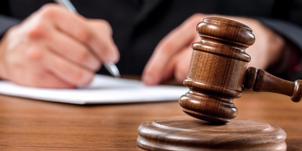 Sokan perlik a bíróságokat