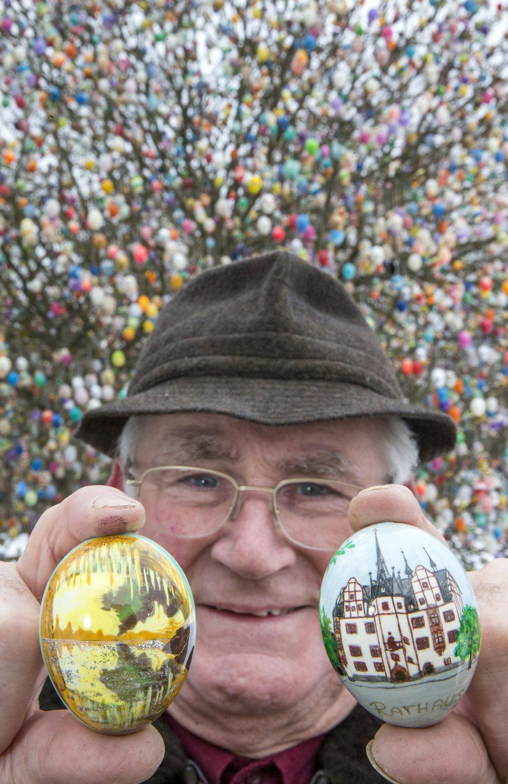Volker Kraft kedvenc hímes tojásaival még 2013-ban. Fotó: AFP