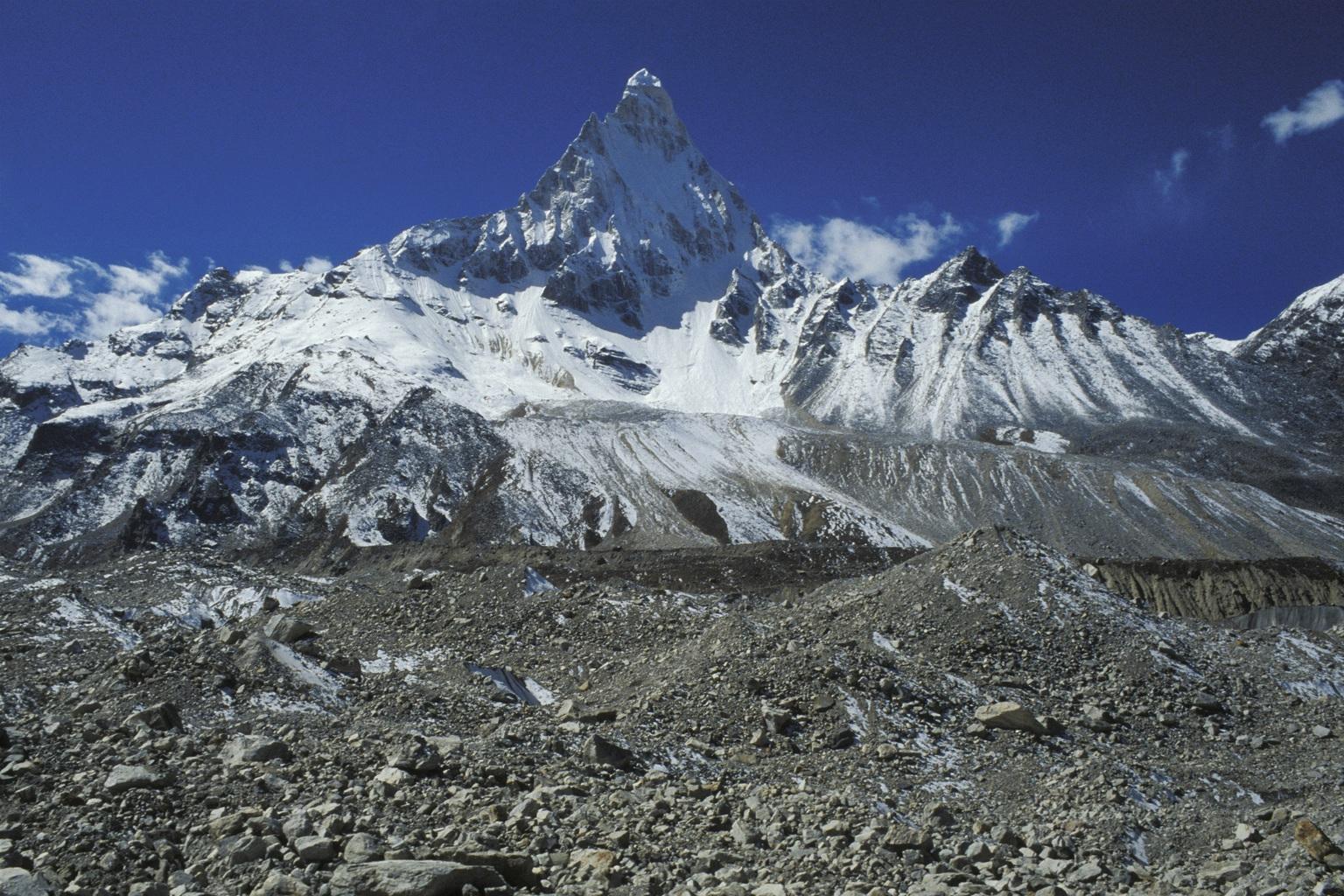 A Gangotri-gleccser és a Shivling-hegy. (Fotó: AFP)