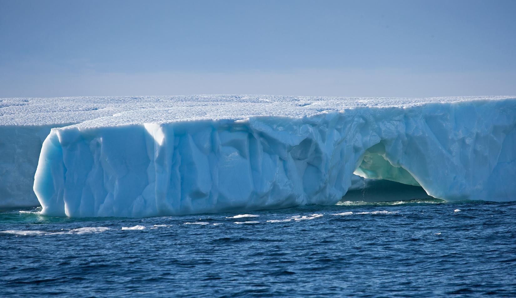 Táblás jéghegy Új-Fundlandnál. (Fotó: AFP)