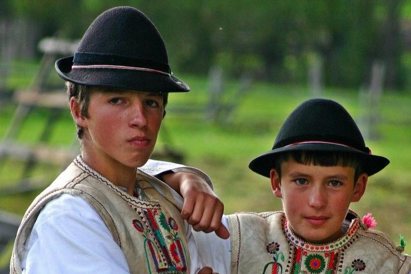 Csango legenyek - Gyimeskozeplok_Foto-Balazs Odon (Szekelyudvarhely)