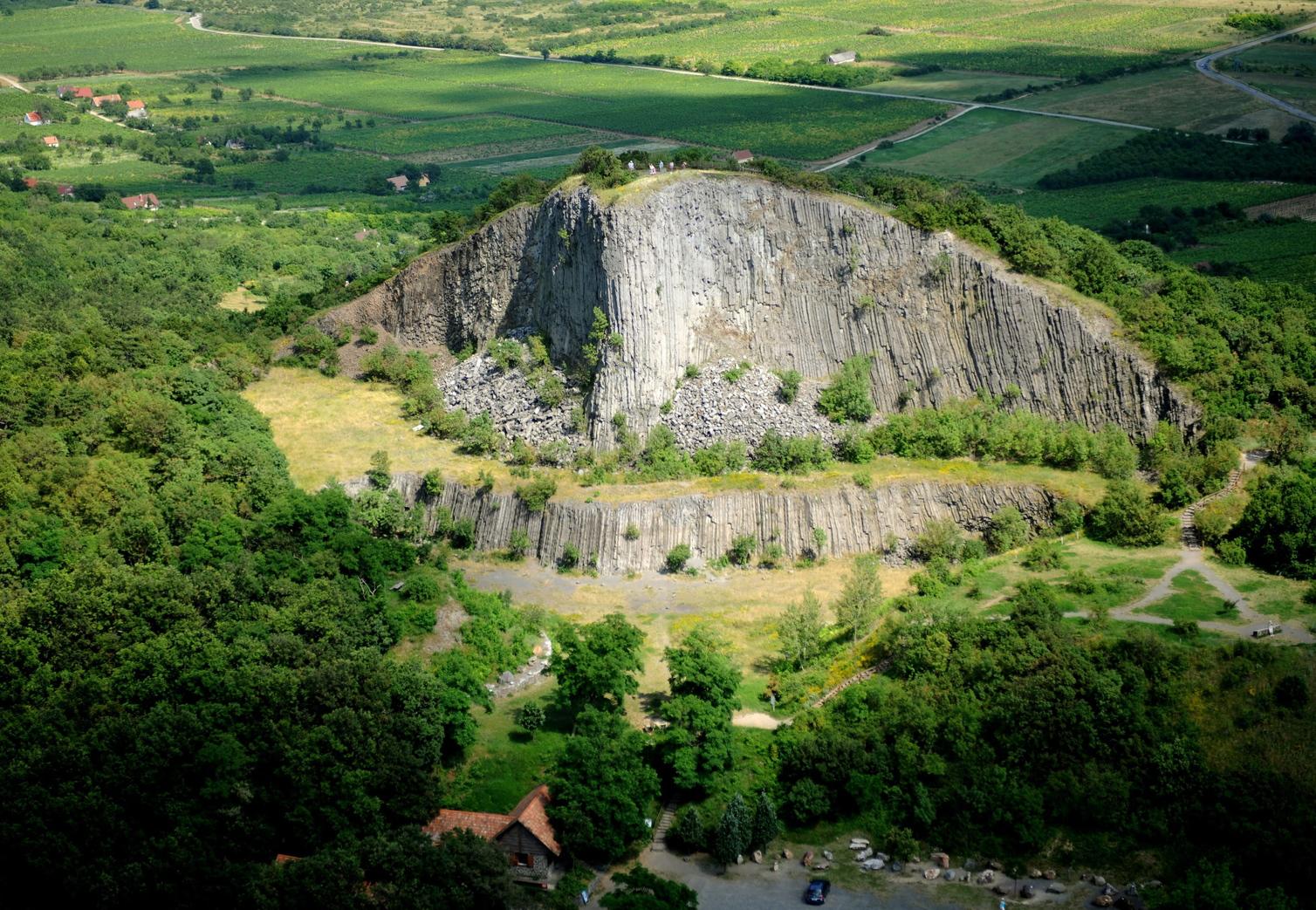 Monoszló, 2010. július 4. A Hegyestű geológiai bemutatóhely a Káli-medence keleti részén, a Veszprém megyei Monoszló közelében. A felvétel 2010. július 4-én készült. MTI Fotó: H. Szabó Sándor