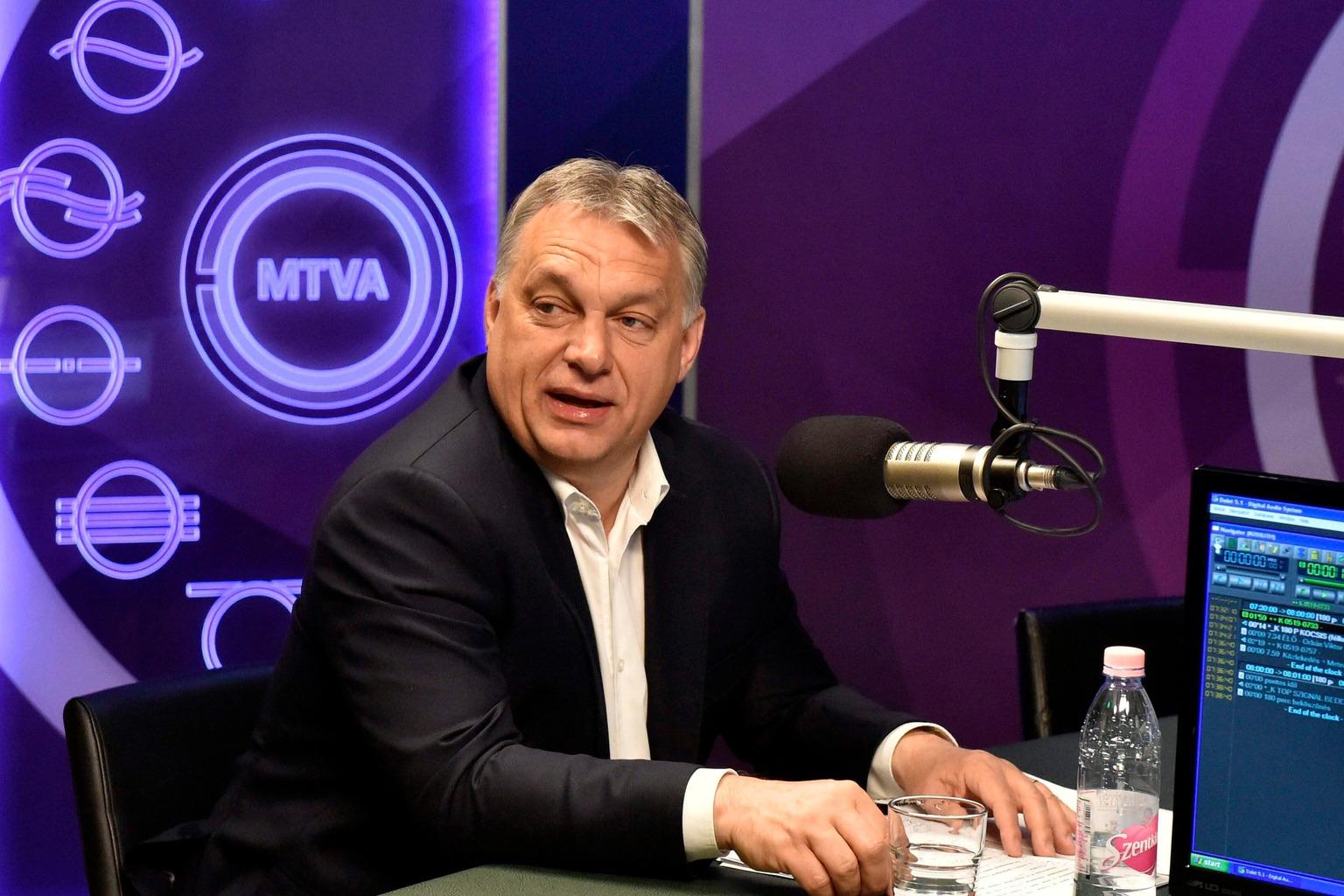 Budapest, 2017. május 19. Orbán Viktor miniszterelnök a Kossuth Rádió stúdiójában, ahol interjút adott a 180 perc című műsorban 2017. május 19-én. MTI Fotó: Máthé Zoltán