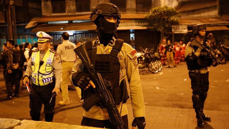 Robbanások rázták meg az indonéz fővárost