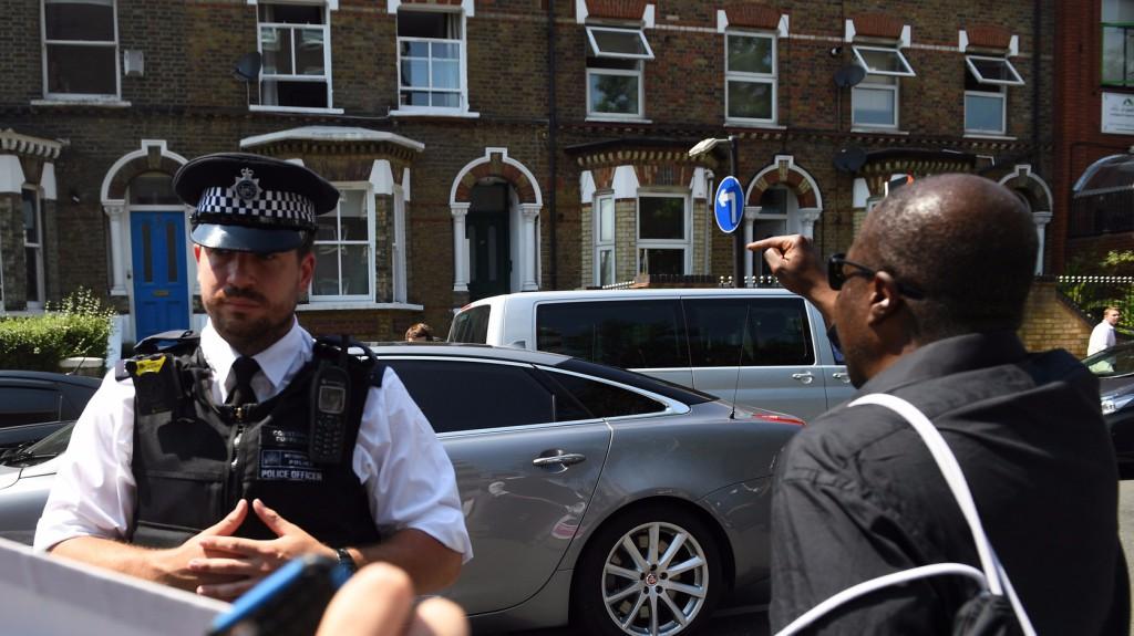 Járdára hajtott és elütött embereket egy autó Angliában