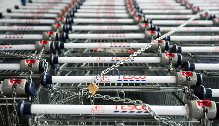 Bevásárlókocsik a bécsi úti Tesco áruháznál Budapesten. MTI Fotó: Mohai Balázs