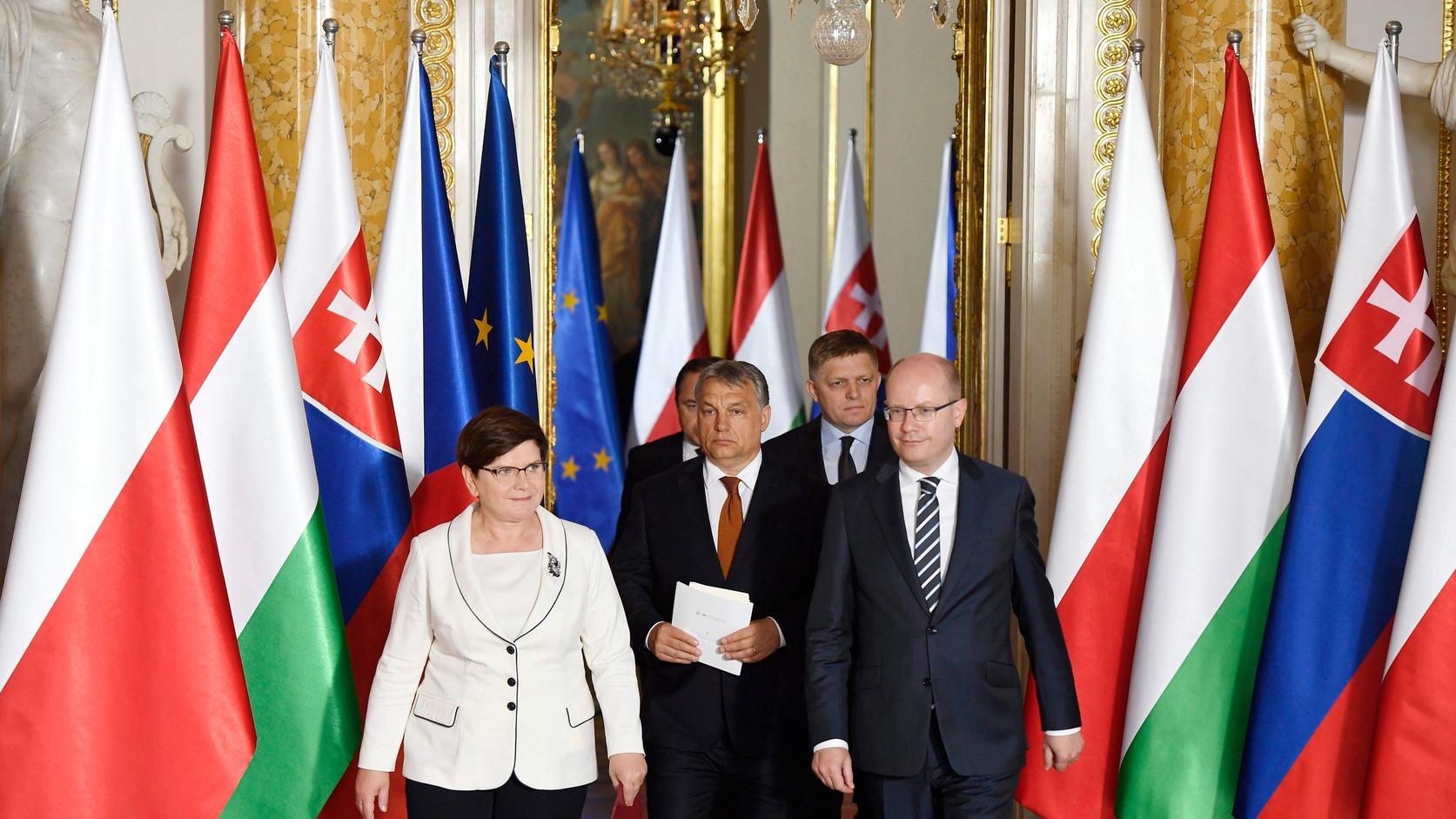 Varsó, 2017. június 19. Beata Szydlo lengyel, Orbán Viktor magyar, Robert Fico szlovák és Bohuslav Sobotka cseh miniszterelnök (b4) a visegrádi országok kormányfőinek megbeszélése után Varsóban 2017. június 19-én. MTI Fotó: Koszticsák Szilárd