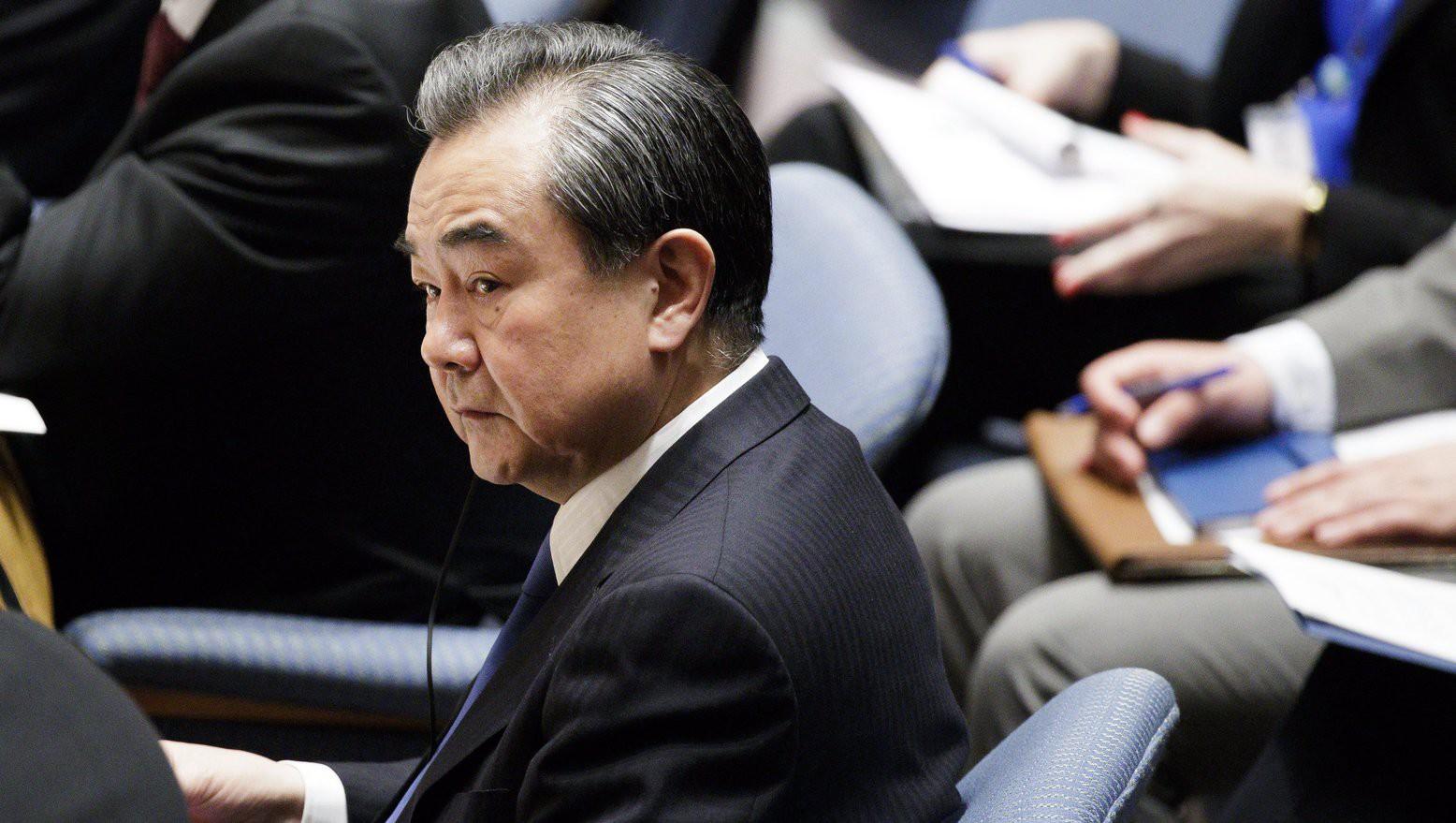 Vang Ji kínai külügyminiszter az ENSZ Biztonsági Tanácsának az észak-koreai fegyverkezésről tartott ülésén a világszervezet New York-i székházában (Fotó: MTI/EPA/Justin Lane)