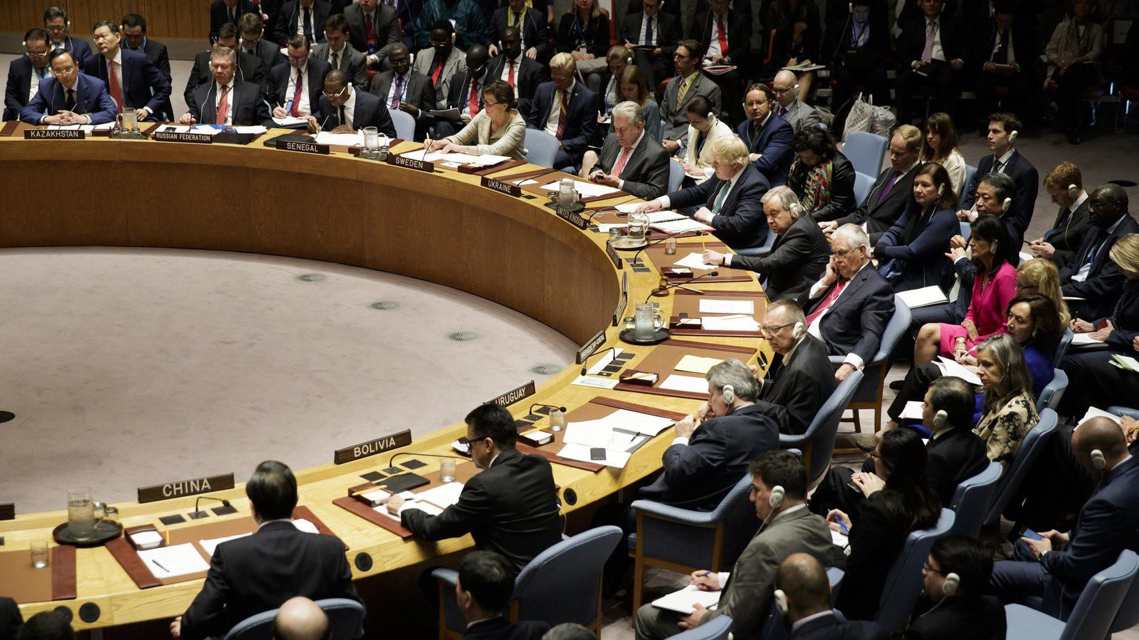 Vang Ji kínai külügyminiszter beszédét hallgatja az ENSZ Biztonsági Tanácsa az észak-koreai fegyverkezésről tartott ülésen a világszervezet New York-i székházában (Fotó: MTI/EPA/Justin Lane)