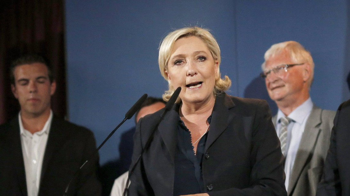 Marine Le Pen, a Nemzeti Front (FN) párt elnöke sajtóértekezletet tart az észak-franciaországi Henin-Beaumontban a kétfordulós francia parlamenti választások második fordulójának estéjén, 2017. június 18-án - Emmanuel Macron francia elnök pártja, A Köztársaság lendületben (LREM) abszolút többséget szerzett a második fordulóban. Le Pen harmadik próbálkozás után képviselői helyet szerzett, így európai parlamenti képviselőségét a hazai parlamenti hellyel váltja fel (Fotó: MTI/EPA/Thibault Vandermersch)
