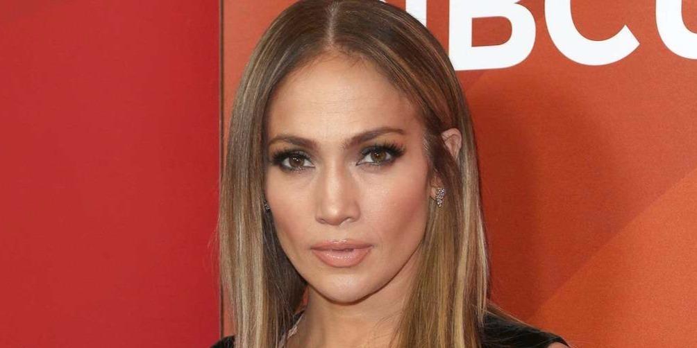 A párductestű Jennifer Lopez kockás hasa nem a photoshop műve