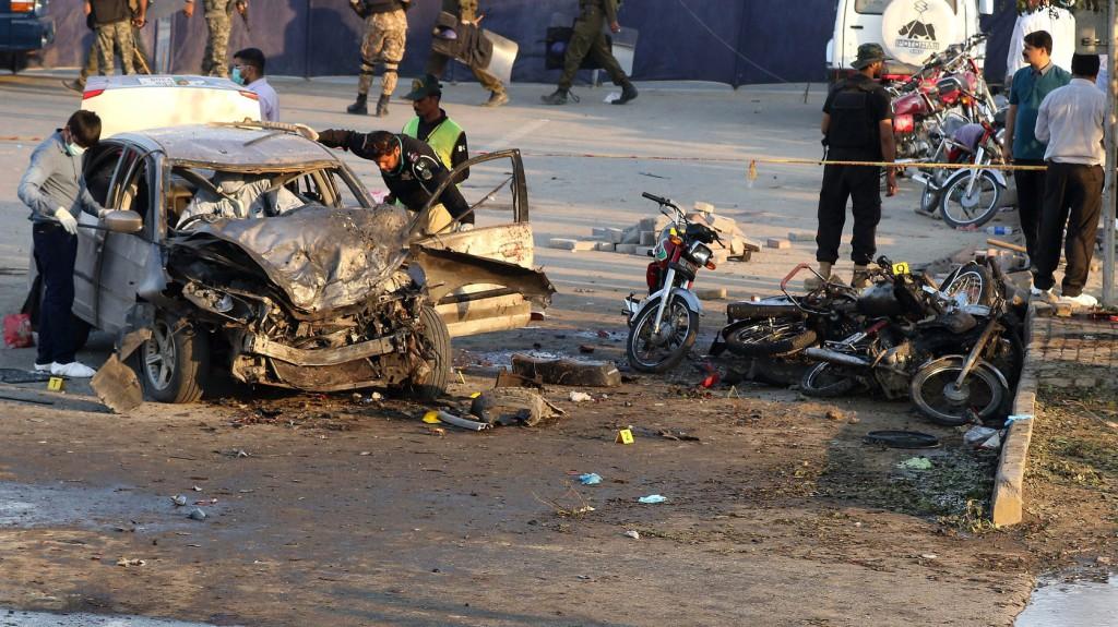Öngyilkos merénylő robbantott pakisztáni rendőrök közelében