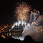 Budapest, 2017. július 14.<br /> Tűzijáték a 17. vizes világbajnokság megnyitóján a Lánchíd pesti hídfőjénél 2017. július 14-én.<br /> MTI Fotó: Czeglédi Zsolt