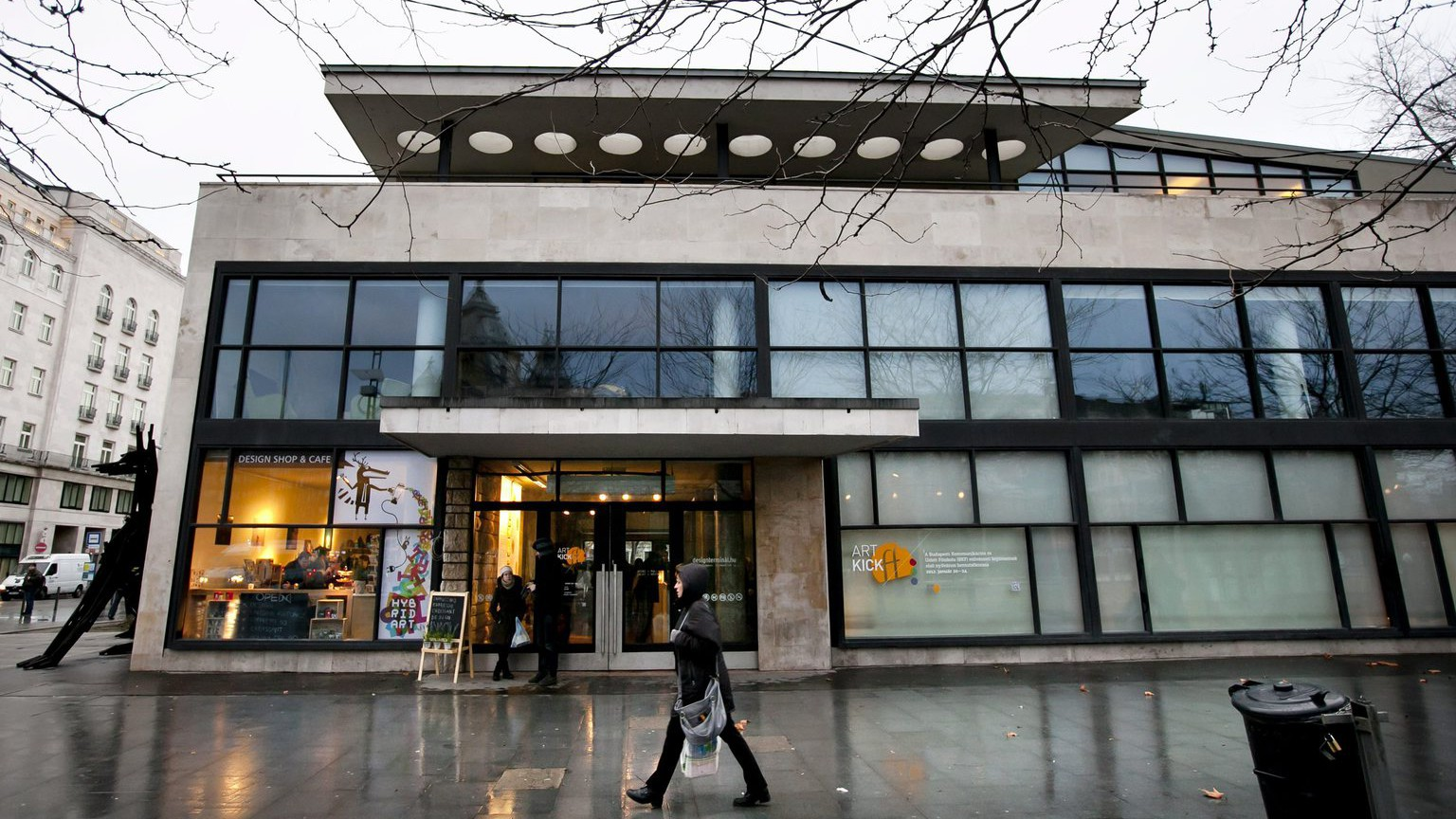 A Design Terminál épülete az Erzsébet téren 2012. január 20-án (MTI Fotó: Mohai Balázs)