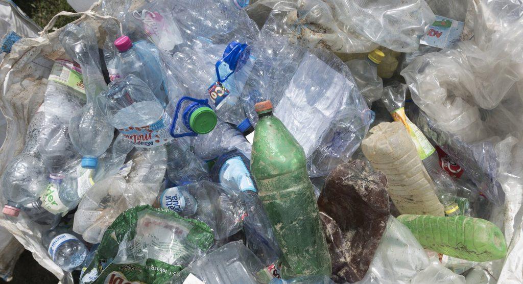 Növelik az újrahasznosított műanyagok arányát az italgyártók