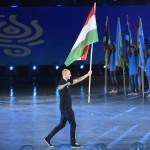 Budapest, 2017. július 14.<br /> A magyar zászlót viszik a 17. vizes világbajnokság megnyitóján a Lánchíd pesti hídfőjénél, a Duna vizén kialakított alkalmi színpadon 2017. július 14-én.<br /> MTI Fotó: Koszticsák Szilárd