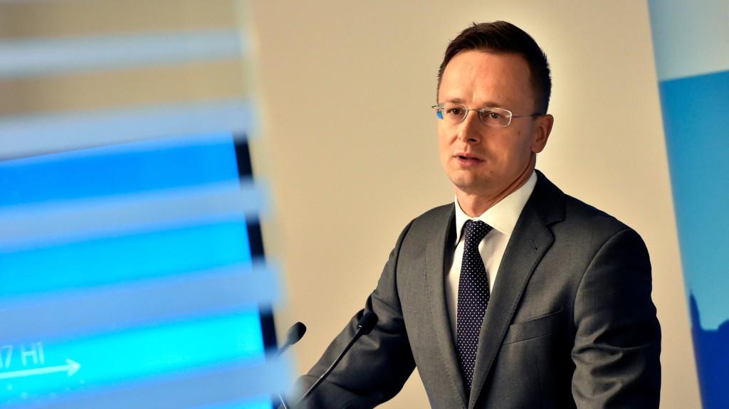 Szijjártó: a főtanácsnok javaslata illeszkedik a Soros-tervbe