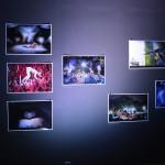 Érdeklődők a Sziget fesztivál 25. évfordulója alkalmából rendezett fotókiállítás megnyitóján a budapesti Robert Capa Kortárs Fotográfiai Központban 2017. július 11-én. A Sziget 25 - Fesztiváltörténelem fényképeken című tárlat augusztus 31-ig tekinthető meg.<br /> MTI Fotó: Soós Lajos
