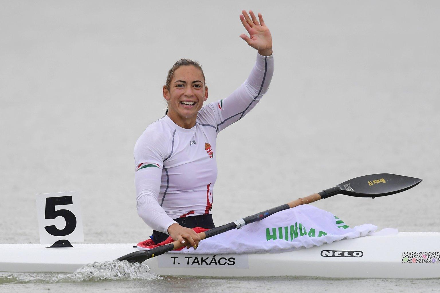 Takács Tamara, miután elsőként ért célba a női kajak egyesek 500 méteres döntőjében a plovdivi kajak-kenu Európa-bajnokságon 2017. július 16-án (MTI Fotó: Kovács Tamás)