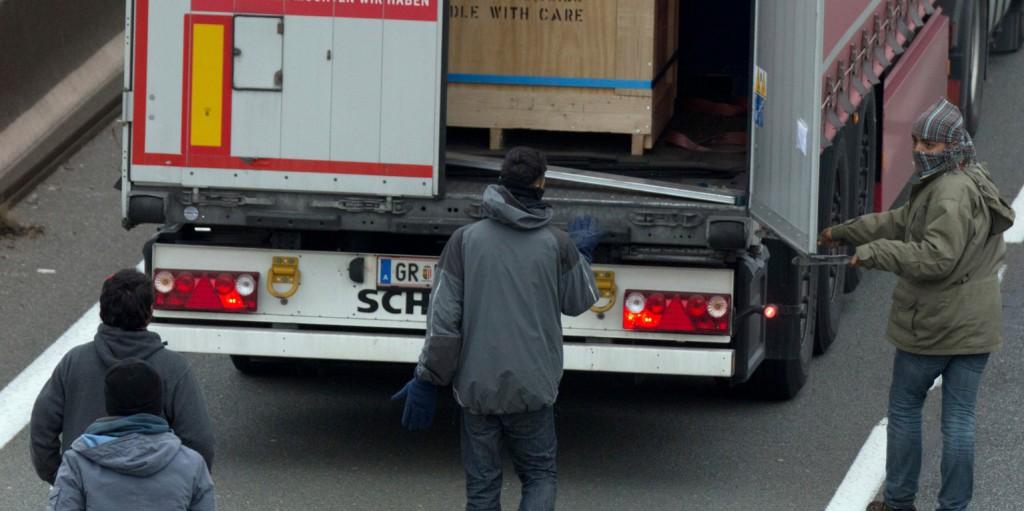 Egyre több migráns próbál kamionokban átszökni a déli határon
