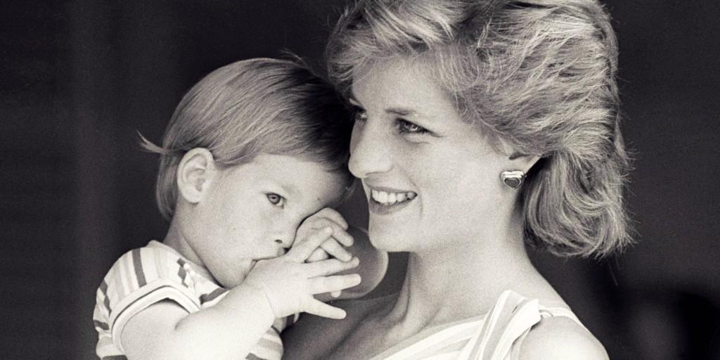 Zsebkendő nélkül nem lehet végignézni a Diana emlékfilmet - Harry és Vilmos megríkatta a világot